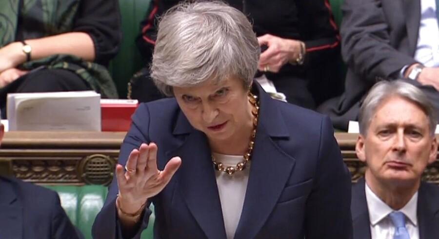 Theresa May havde en rigtig møgdag tirsdag - først sagde generaladvokaten for EU-domstolen, at briterne kunne trække deres udmeldelse af EU tilbage; så blev hun og hendes regering kendt i foragt for parlamentet; og til sidst vedtog parlamentet de facto at tage styringen over Brexit-forløbet.