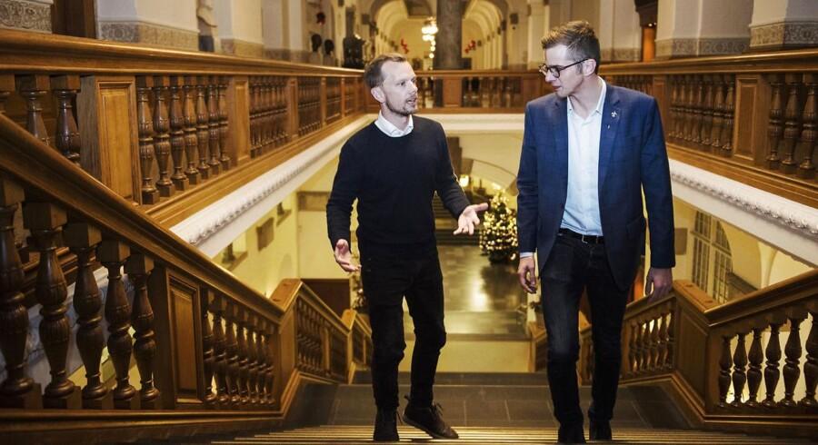 Den 35-årige Peter Hummelgaard (S) og 27-årige Alex Vanopslagh (LA) diskuterer med afsæt i Hummelgaards bog »Den syge kapitalisme«, hvorvidt kapitalismen er i krise.