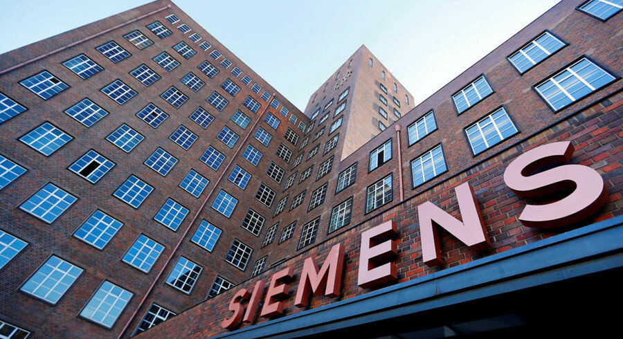 Siemens' logo pryder bygninger i Siemensstadt i Berlin. Aktieinfo har set på selskabets aktie og anbefaler at være forsigtig med at købe. Arkivfoto: Hannibal Hanschke/Reuters