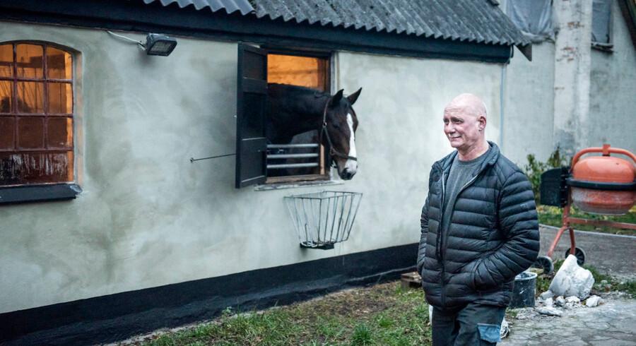 Morten Hansen arbejdede med krom-6 på en fabrik ved Helsingør. Flere af hans kollegaer var plaget af hoste og åndedrætsbesvær. En af hans kollegaer døde af lungekræft. De efterladte frygter, at de alvorlige sygdomme skyldtes arbejdet med krom-6. Læger advarer nu om, at flere kan være blevet syge. Foto: Celina Dahl