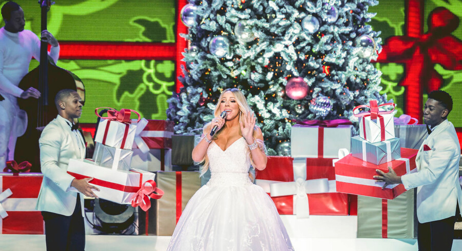 Mariah Carey turnerer verden rundt med sit julealbum fra 1994 og julehittet over dem alle »All I Want For Christmas Is You«.
