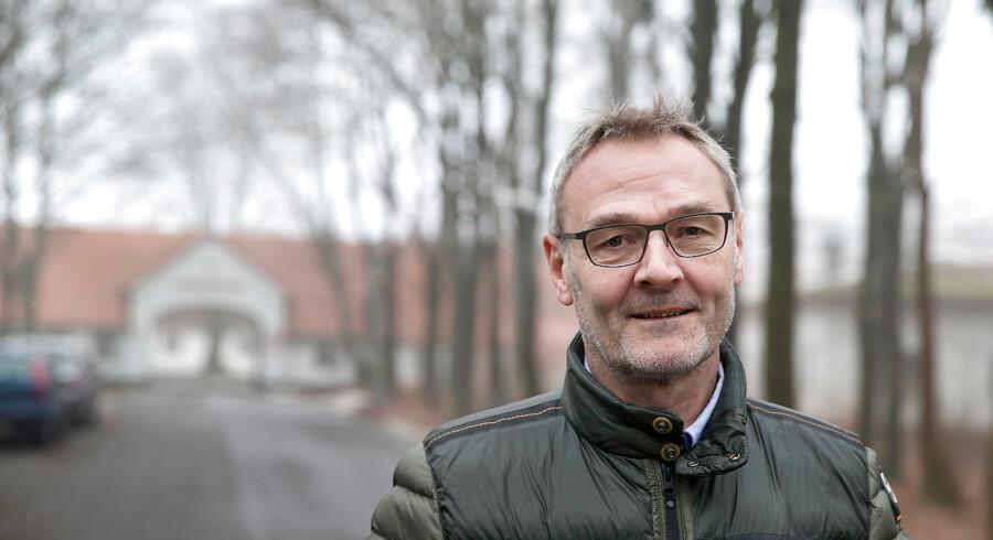 Peter Sneftrup var chef for Udrejsecenter Kærshovedgård i 2017. Han fortæller, at mange udlændinge på Kærshovedgård er ligeglade med kravet om, at de skal opholde sig på centret.