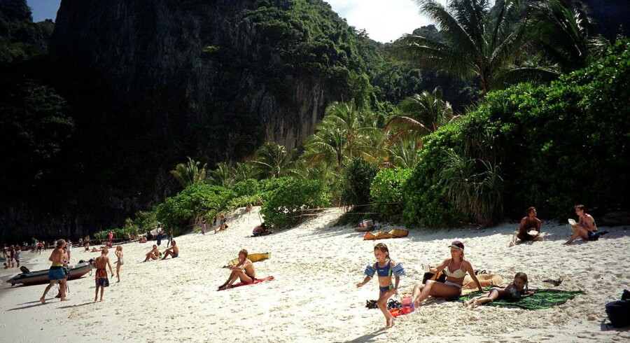 Der er ofte stor forskel på, hvad folk fortæller, de vil gøre, hvis de vandt milllioner i Lotto, og hvad de reelt gør, fortæller millionærrådgiver i Danske Spil, Harry Aamann. »Når folk først har vundet, begynder de at tænke sig om.« Foto fra Phi Phi Island i Thailand.