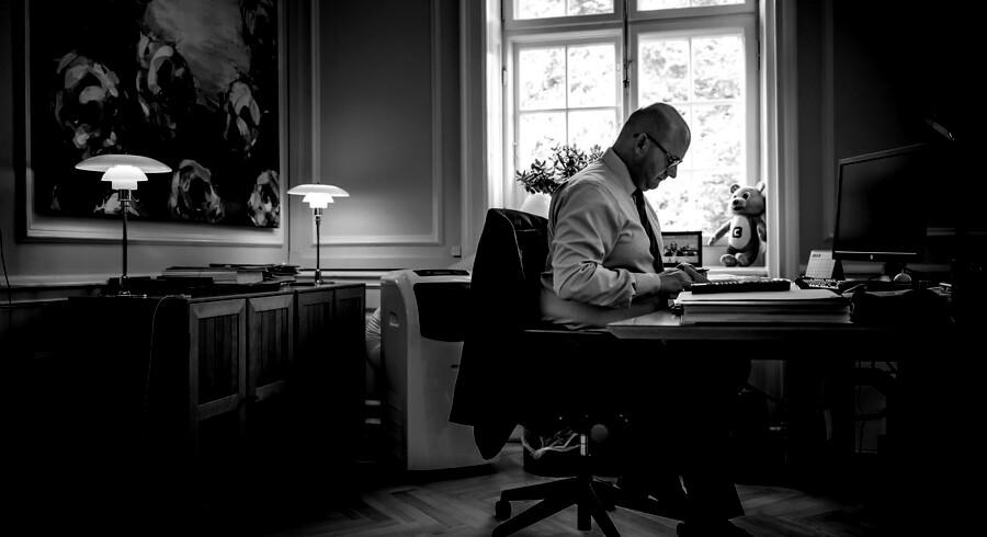 Da nyheden brød, kaldte justitsminister Søren Pape Poulsen (K) opløsningssagen mod LTF for »et historisk skridt«. Der var dog intet at hører fra bandegrupperings advokat. En SMS-korrespondance tyder på, at det var en bevidst medieorkestrering - og nu trækker ministeriet i land.