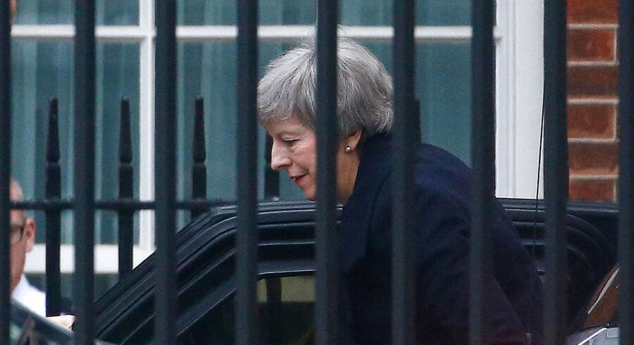 Premierminister Theresa May - her ved ankomsten til embedsboligen i Downing Street mandag morgen.