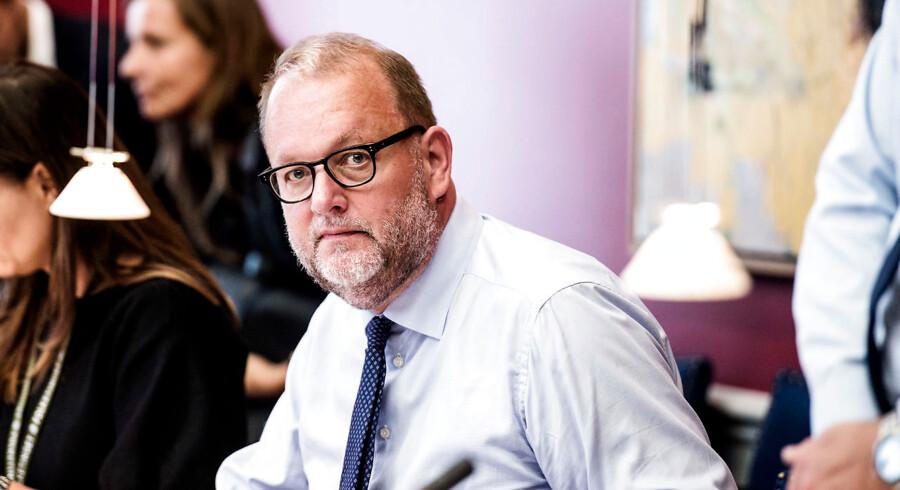 Noget tyder på, at hele konstellationen omkring Klimarådet er for politisk. Klima- og energiminister Lars Chr. Lilleholt (V), har bestemt ike været tilfreds med den kritik som Klimarådets nu fhv. formand, Peter Birch Sørensen er kommet med af regeringens klimaplaner.