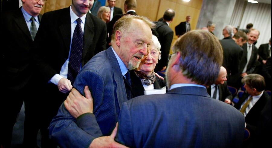 Professor Erling Bjøl, og hans hustru Denise, da Bjøl fik Den Berlingske Journalistpris. Arkivfoto