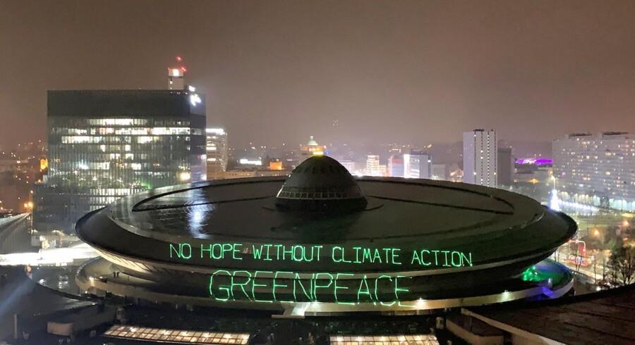 Forleden lykkedes det for aktivister fra Greenpeace at projicere et grønt budskab op på taget af kongrescenteret i den polske by Katowice, der er vært for årets store FN-klimamøde COP24.