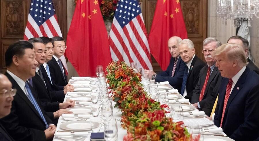 Den igangværende handelskonflikt mellem USA og Kina er symptomatisk for et større skift i den globale økonomiske magt. På overfladen handler Trump-regeringens konfrontation med Kina om handel, men ud fra Trumps taler forstår man, at den virkelige kamp gælder noget andet og større: Det fremtidige teknologiske overherredømme og den globale økonomiske magt. 1. december mødtes den kinesiske og den amerikanske præsident med følge til middag under G20-topmødet i Buenos Aires.