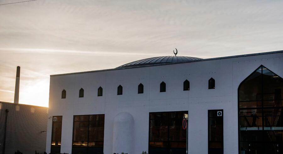 Lidt over en tredjedel af landets 170 moskéer er anerkendt som trossamfund. Den store moské i Rovsingsgade i København er ikke blandt de anerkendte. Dansk Folkeparti ønsker forbud mod udenlandske donationer til moskéer i Danmark. Foto: Ólafur Steinar Gestsson/Ritzau Scanpix