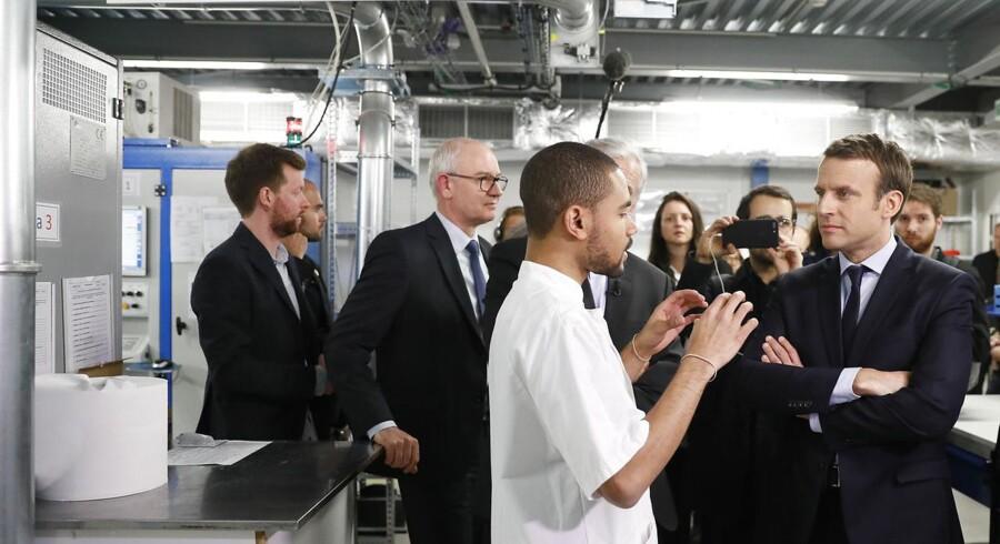 Frankrigs præsident, Emmanuel Macron, gav mandag aften en række løfter til de laveste indkomstgrupper i et forsøg på at dæmpe gemytterne efter fire ugers national uro med »de gule veste« i front.