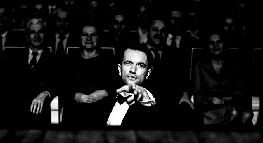 Tomasz Kot viser storspil som orkesterlederen Wiktor, der – ligesom resten af Polens befolkning – har svært ved at genfinde sin identitet efter Anden Verdenskrig.