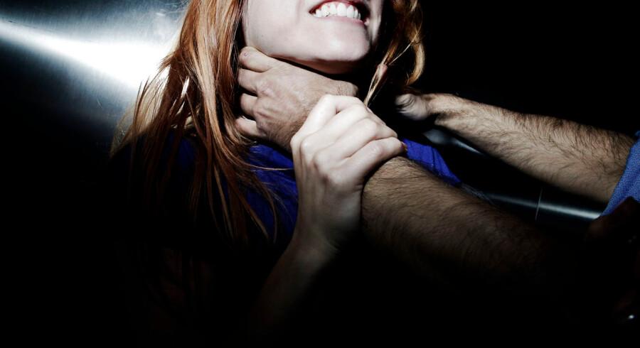Modelfoto af overgreb.