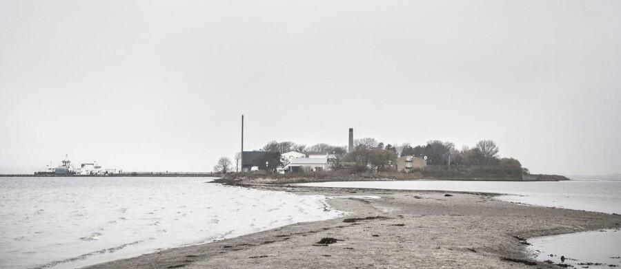 Siden 1926 har Lindholm været forsøgsstation og huser i dag dele af DTU Veterinærinstituttet, der blandt andet arbejder med beredskabet mod virussygdomme. Fra 2021 er det planen, at øen skal have et ganske andet formål.