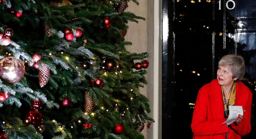Her kort før jul har premierminister Theresa May store problemer og søger hjælp fra EU.