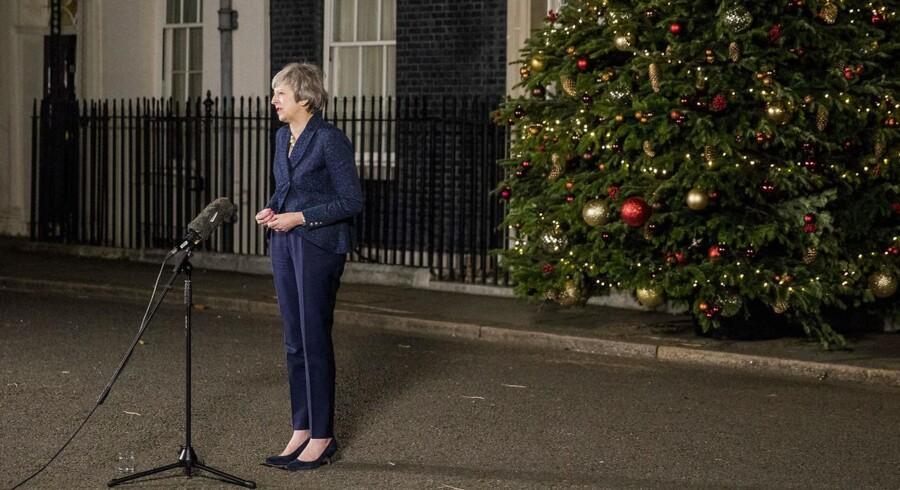 Englands premierminister Theresa May taler foran Downing Street nr. 10 efter at hun har vundet valget d. 12. december 2018 om at forblive leder af det Konservative Parti.