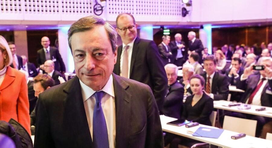 Ingen overraskelser fra ECBs præsident Mario Draghi. Opkøbsprogrammet ophører nu, men renten ligger fast langt ind i 2019.