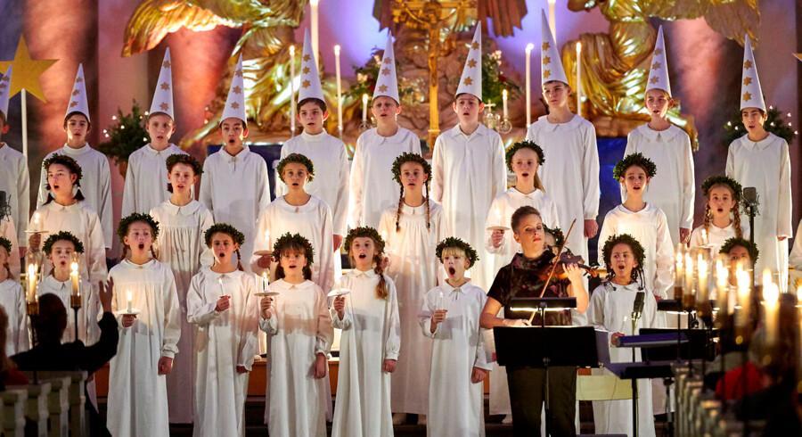 """Kønsbalance: Både piger og drenge indgår i den svenske Lucia-tradition som heholdvis Lucia-terner og stjernedrenge. Her fra årets transmission, """"Luciamorgon""""."""