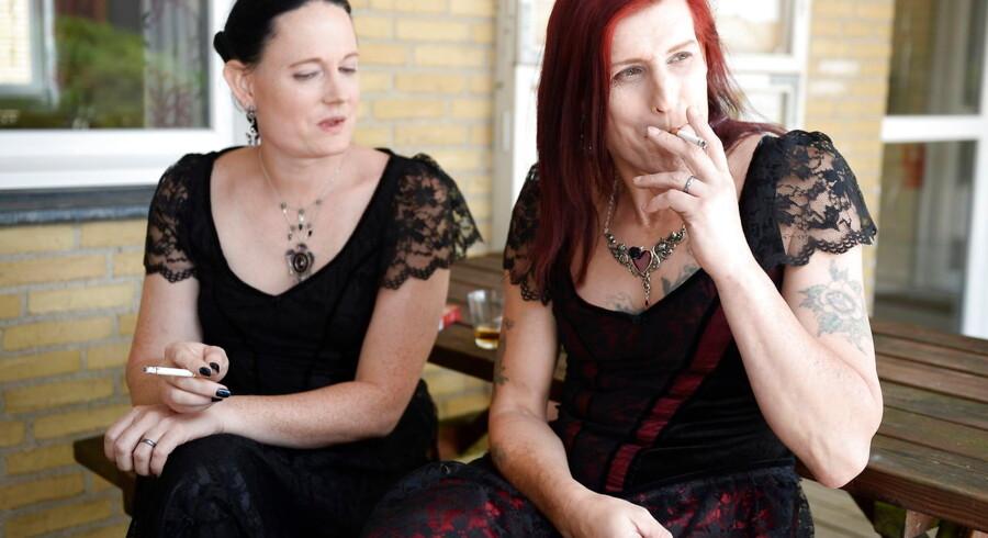 Cecillia Mundt og Isabel Storm blev i 2015 det første danske transkønnede par til at holde bryllup, men spørgsmålet om transkønnedes rettigheder er fortsat kontroversielt.