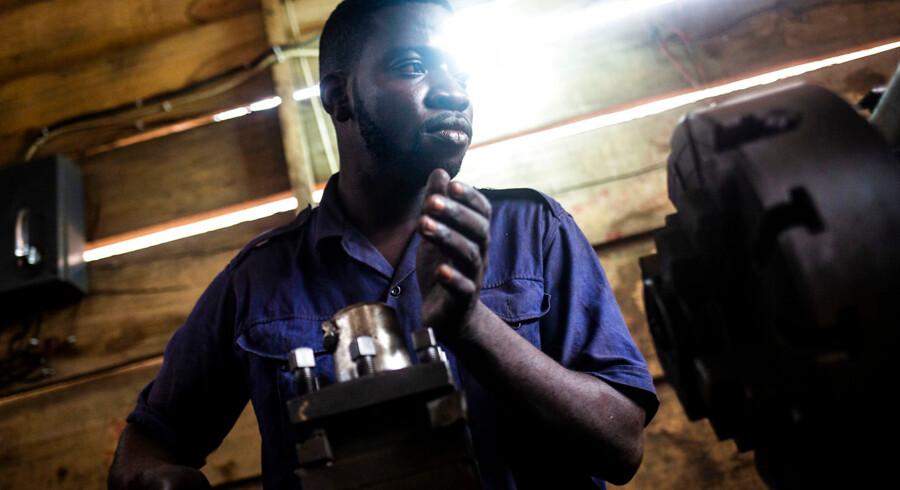 Mawuko Sesu drømmer ligesom størstedelen af Ghanas ungdom om at migrere til Europa. Med en hastigt voksende befolkning og stor mangel på arbejdspladser, frygter både politikere og forskere, at langt flere unge afrikanere med livet som indsats vil forsøge at migrere til Europa. Danmarks udviklingsminister kalder migration fra Afrika en af det 21. århundredes største udfodringer.