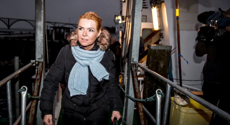 Udlændinge- og integrationsminister Inger Støjberg (V) ved færgelejet i Kalvehave på Sydsjælland efter besøg på øen Lindholm. Der er sat 760 millioner kroner af til et nyt udrejsecenter på øen i finanslovsaftalen for 2019.