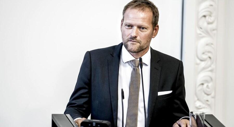 (ARKIV) Finansordfører René Christensen (DF) vil ikke have udenlandske ejere af dansk infrastruktur. Han ser hellere forbrugere eje Radius. Her i Landstingssalen på Christiansborg.