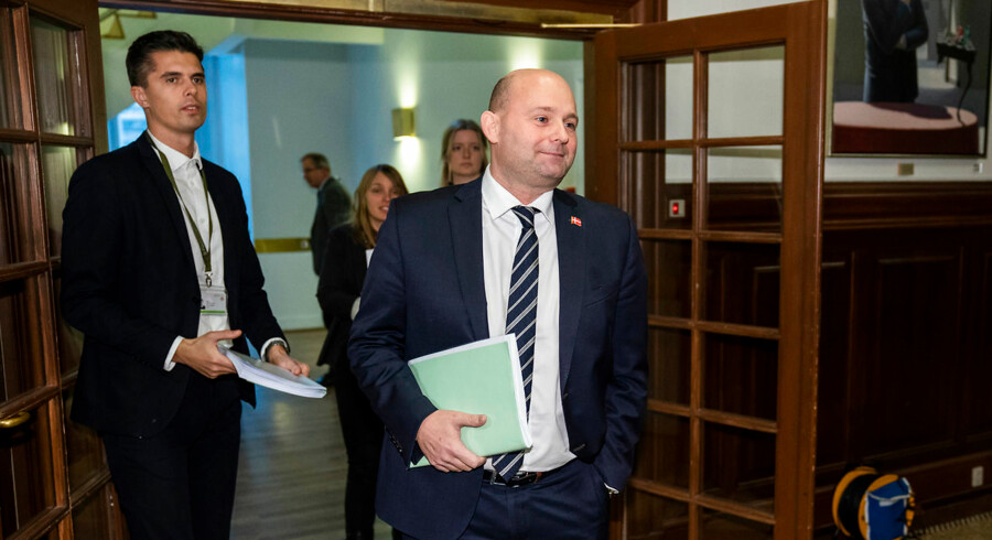 Justitsminister Søren Pape (K) og resten af Folketinget tredjebehandler i dag en ungdomskriminalitetsreform, som kritiseres af eksperter og organisationer.