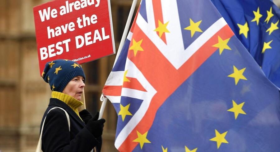 Der er 100 dage til Brexit, og hvis ikke Theresa Mays skilsmisseaftale stemmes igennem i det britiske parlament i januar, kan briterne have udsigt til et no deal-scenarie.