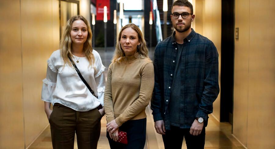 Krænkelseskulturen har taget overhånd, lyder det fra tre studerende på Copenhagen Business School. Fra venstre Marie-Louise, Lucia og Nicolai. Foto: Søren Bidstrup