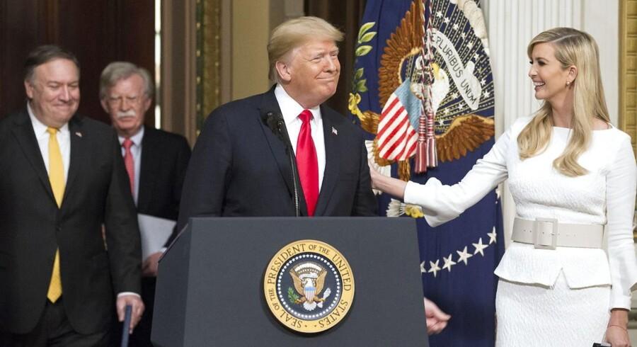 Donald Trumps inderkreds er nu først og fremmest fyldt med mennesker, som kan takke ham for, at de er blevet til noget – f.eks. udenrigsminister Mike Pompeo (tv.), sikkerhedsrådgiver John Bolton og hans datter Ivanka Trump.