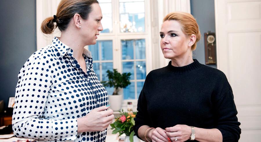 Udlændinge- og integrationsminister Inger Støjberg (V) og undervisningsminister Merete Riisager (LA) fortæller om en analyse af børn af efterkommere med ikke-vestlig baggrund.