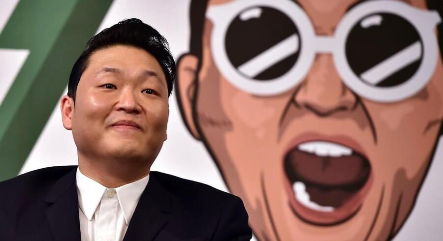 I fem år har sydkoreanske Psy været kongen af YopTube med sammenlagt tæt på tre mia visninger af sin surrealistiske »Gangnam Style«. Nu er han stødt fra tronen af en sentimental ballade.