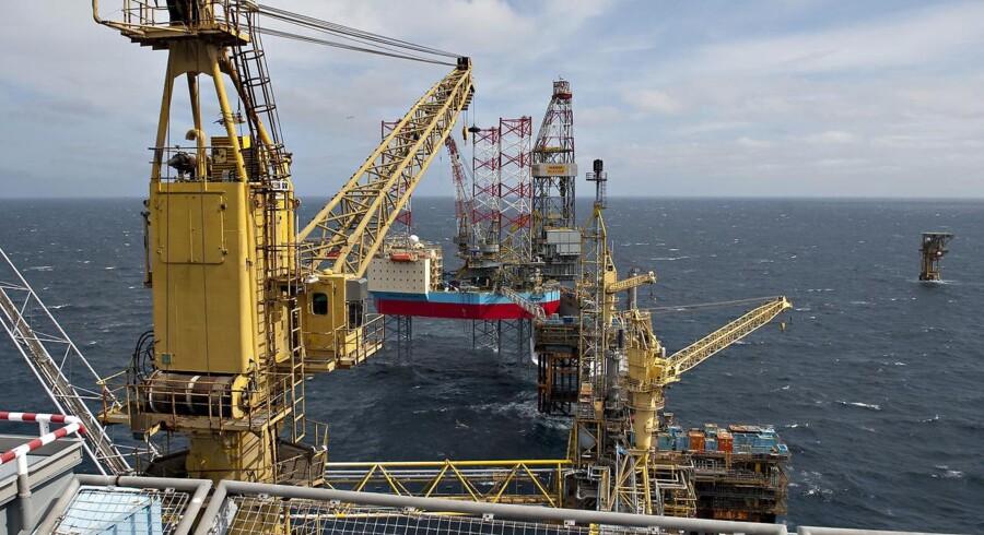 (ARKIV) Oliefilm dækker 80 kvadratkilometer - Foto fra Mærsks Danfelt fra 5. maj 2010. Mærsk Oil har passet for dårligt på cirka 450 ton lavradioaktivt affald, som virksomheden har placeret på et midlertidigt lager i Esbjerg. Skriver Ritzau den 15. november 2017 (Foto: Claus Fisker/Scanpix 2017)