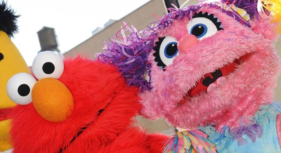 Elmo og Abby fra »Sesame Street« får en ny ven, når den nye dukke Julia snart får TV-debut.