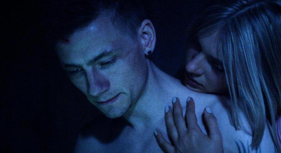 Esben Smed spiller Nicky, der efterhånden er ude hvor han ikke kan svømme i DR's »Bedrag II« Foto: Martin Munch