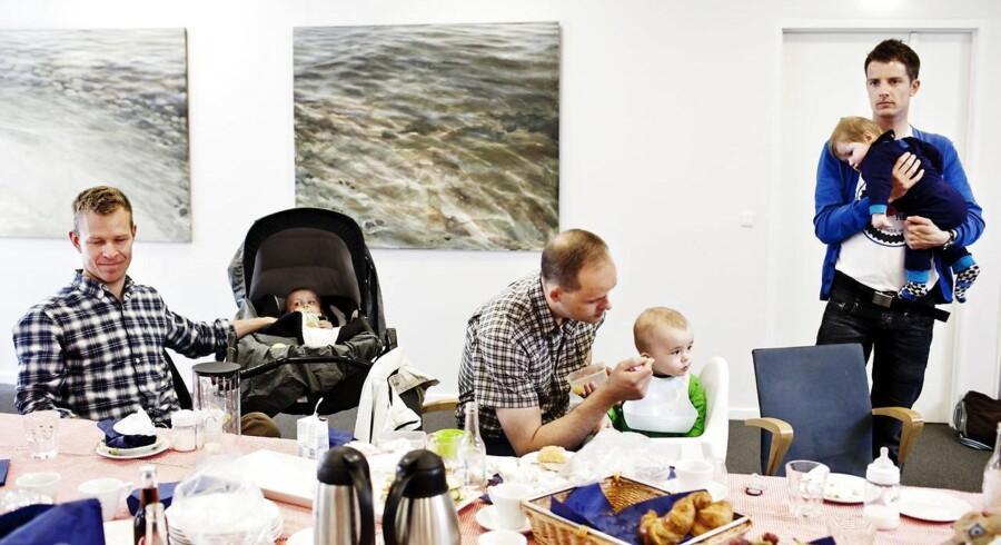 """(ARKIV) DJØF afholder """"For dads only"""" - en fædregruppe for mænd, der tager mere end 14 dages barsel. Danmark kæmper imod, men det bliver svært at stoppe vedtagelse af EU-direktiv om øremærket barsel til mænd. Det skriver Ritzau, onsdag den 13. juni 2018.. (Foto: Kristoffer Juel Poulsen/Ritzau Scanpix)"""