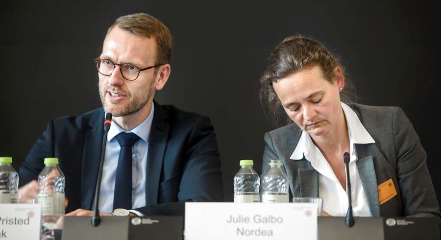 Flemming Pristed, chefjurist i Danske Bank, og Julie Galbo, global risikochef hos Nordea, måtte mandag forsvare de to storbankers involvering i en storstilet sag om hvidvask på en høring i Folketinget.
