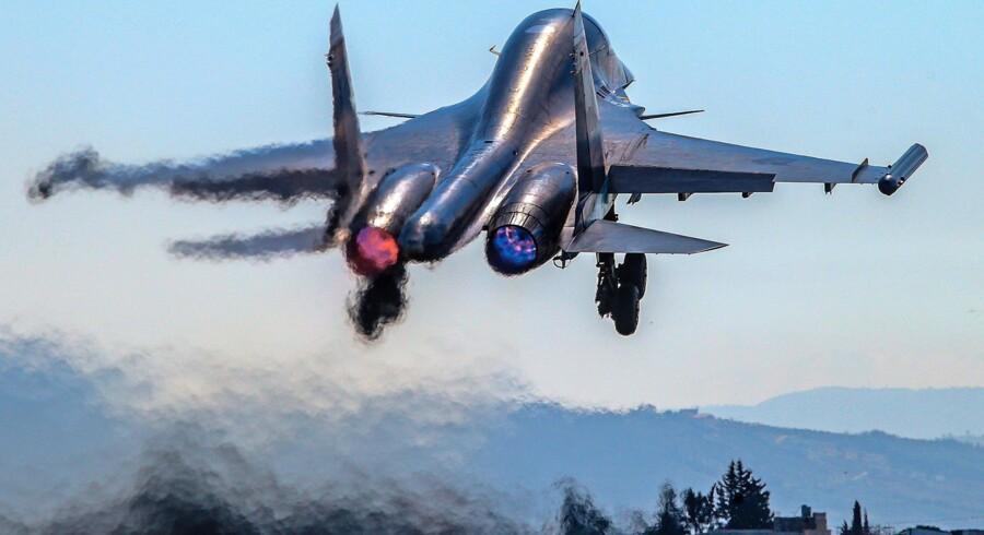 Et Sukhoi Su-34-kampfly letter fra den russiske luftbase nær Latakia i Syrien. Foto: Valery Sharifulin/TASS