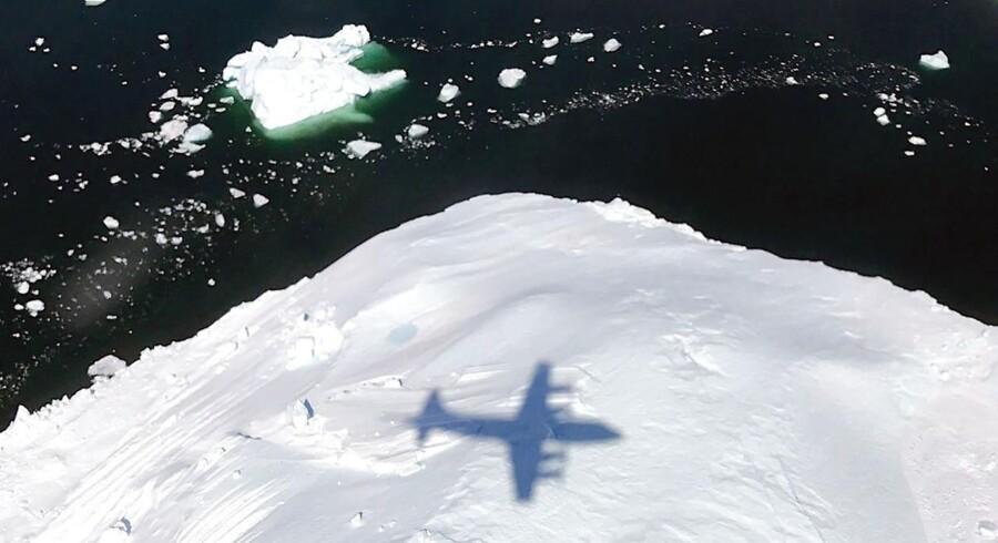 Kulde og snefald i Grønland har forsinket tidspunktet for smeltesæsonens begyndelse på den store ø. Det kan betyde et noget mindre grønlandsk bidrag til havvandsstigninger i løbet af sommeren. Foto: NASA/AFP/Scanpix
