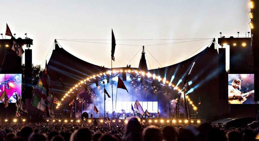 Flere politikere har fået gratis adgang til Roskilde Festival, men der er et relevant fagligt, forsikrer festivalen.