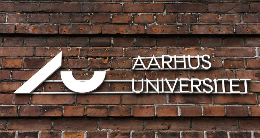Aarhus Universitet. Til BM