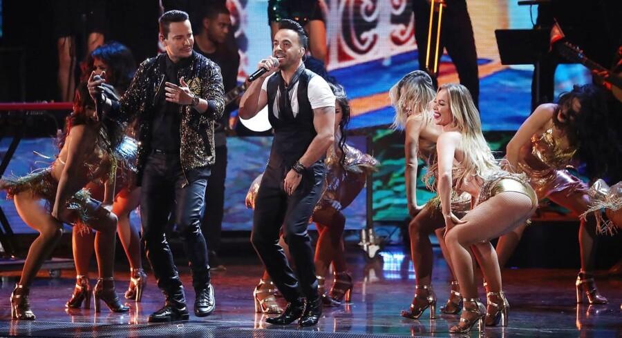 Luis Fonsi optræder med »Despacito« til den årlige Latin Grammy Awards i Las Vegas.