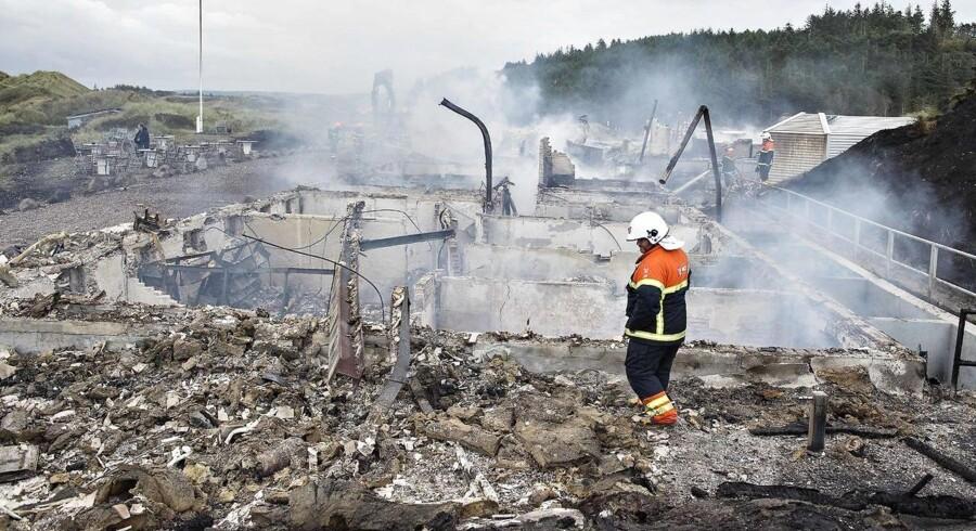 Svinkløv Badehotel er natten til mandag brændt ned til grunden. Her ses brandtomten mandag morgen. Hotellet blev bygget i 1925 og var danmarks største træhus.