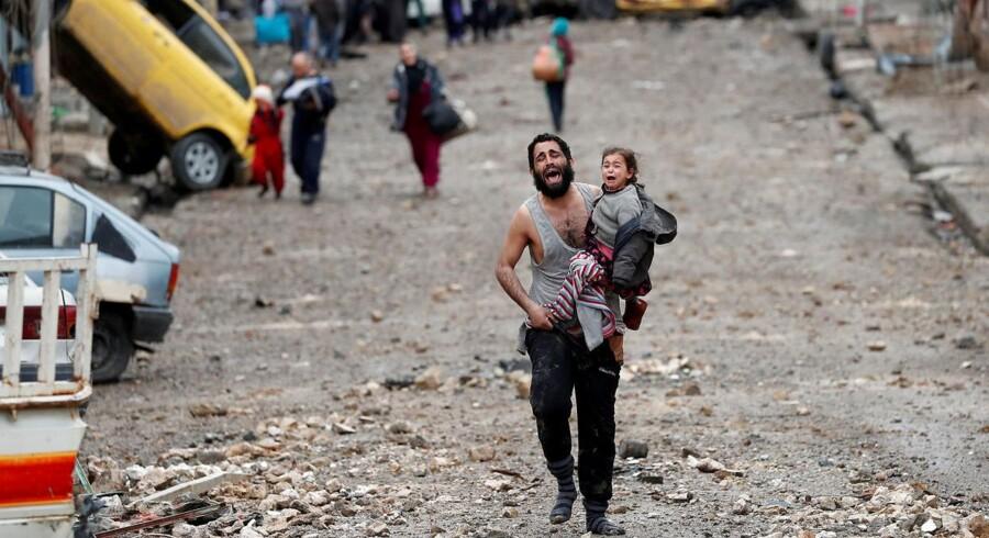 Dødstallet fra den ni måneder lange krig for et tilbageerobre Mosul er næsten ti gange højere end det, som den irakiske hær, den amerikansk ledede koalition og Islamisk Stat har vedkendt sig.