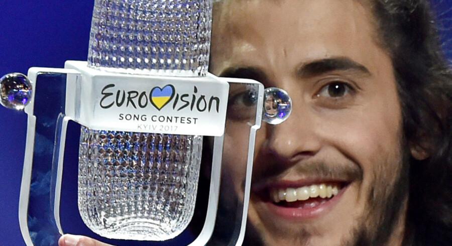 """Vinder af Eurovision Song Contest 2017, den portugisiske sanger Salvador Vilar Braamcamp Sobral med kunstnernavnet Salvador Sobral. Han vandt med sangen """"Amar Pelos Dios"""" i International Exhibition Centre i Kiev, d. 13. Maj 2017."""