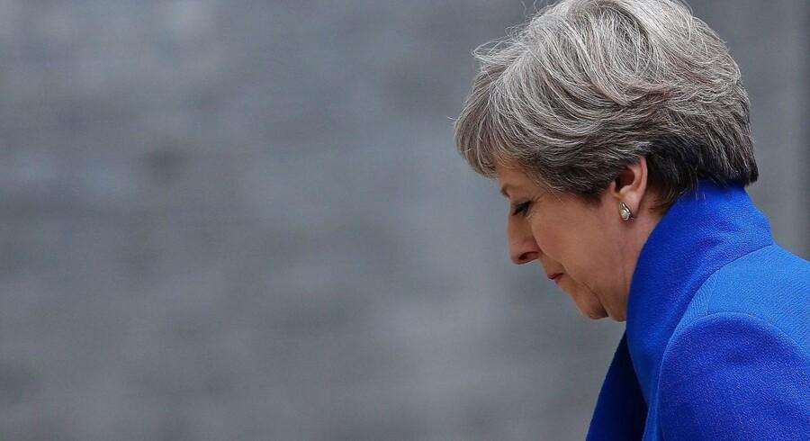 »Hele formålet med valget var at give May et større manøvrerum i forhandlingerne. I sidste ende er hun endt med at have endnu mindre både internt i partiet og med en partner ved sin side,« siger Simon Usherwood, der er EU-forsker på Surrey Universitet