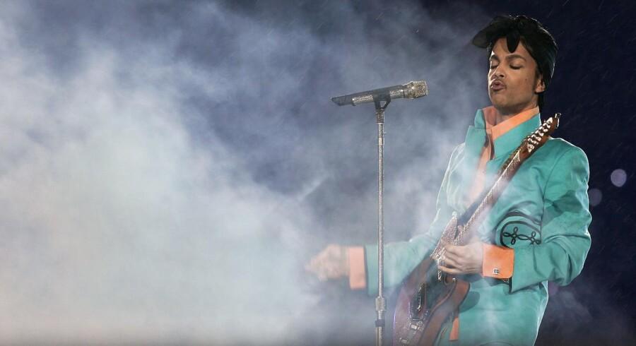 ARKIVFOTO af Prince under hans optræden ved Super Bowl i 2007.