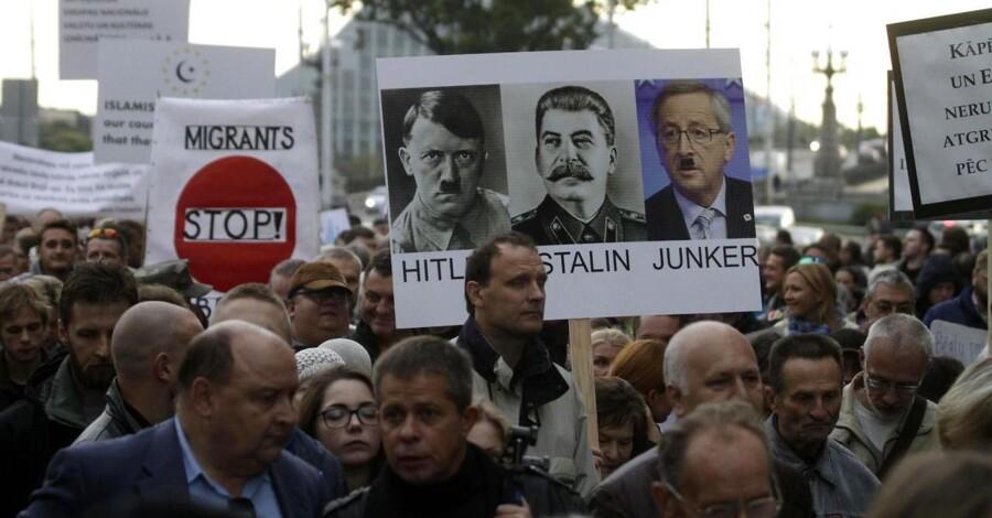 Kvotefordelingen af 120.000 flygtninge i EU har skabt voldsomme protester i flere østeuropæiske lande. Her i Letlands hovedstad, Riga.