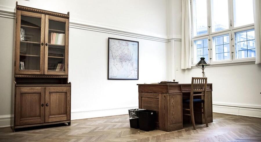 Selvom der sælges ud, vil der stadig være masser af Martin Nyrop-designede skriveborde, vitriner, lamper og andet kontorinventar tilbage på Rådhuset og på eksterne lagre. Møblerne kan bl.a. ses på to kontorer, der fortsat er indrettet som på Martin Nyrops tid.