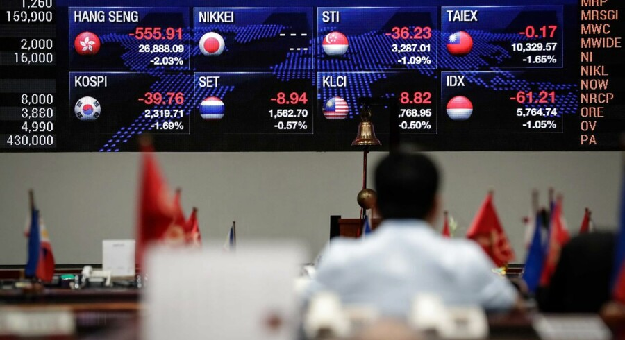 epa06143563 A trader looks at the screen at the Philippine Stock Exchange (PSE) in Makati, south of Manila, Philippines, 14 August 2017. According to media reports, the Philippine peso is not in a free fall after it hit 51.08 to the dollar, the lowest point since August 2006. Most Asian currencies fell on Friday amid rising tensions between North Korea and the USA. EPA/MARK R. CRISTINO
